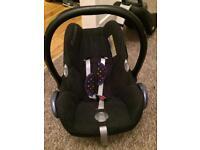 Maxi cosi Cabriofix car seat and familyfix isofix base