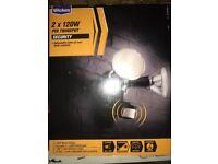 Wickes 2x120W PIR Twin Spot security light