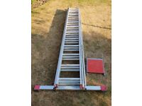 36-rung triple extension laader / stepladder with horizontal stabilizer bar and work platform