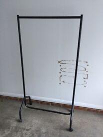 Freestanding clothes rail on castors