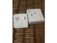 Apple Earphone Earpods With Lightning Connector MMTN2ZM/A