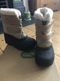 Snowboots - Muddy Puddles