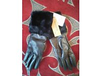 Ladies black leather gloves with fur trim