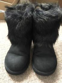 Girls Ugg boots size UK 2 in immaculate condition