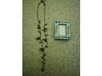 Necklace & photo frame set