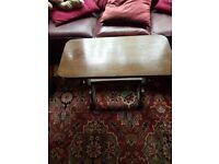 Vintage Oak side/lamp table.