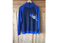 Men's duck and cover zipped top in blue