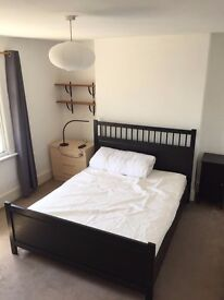 Large Double Room in Ealing Boardway