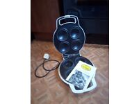Pie machine, Beville, make and cook individual pies, good condition