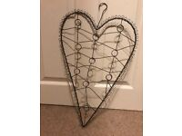 Heart shaped wire picture holder