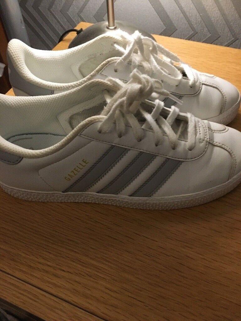 b2477dd70cc9 Kids Adidas Gazelle trainers size 2