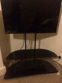 40inch Luxor Smart TV and stand