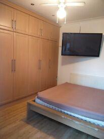 LARGE BEDROOM AVAILABLE - EN-SUITE BATHROOM/TOILET, BED, WARDROBE, TV, WIFI, BILLS INC. £500/MTH