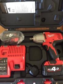 Milwaukee 4 Ah Battery Cordless Impact Gun kit