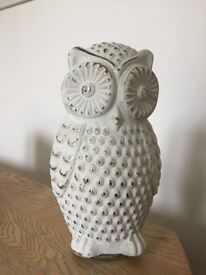 Decorative white glass owl ornament