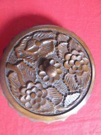Round wooden jewellery box