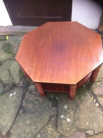 HEAVY SOLID WOOD COFFE TABLE IN VERY GOOD CONDITION FOR SALE