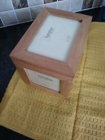Photograph holder ornamental box