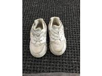 Kids Nike shoes used (uk size 8.5)