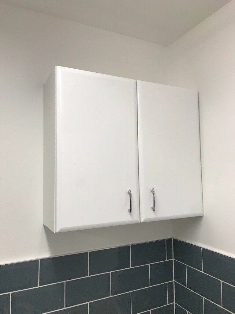 💥White gloss bathroom cabinet with shelf in excelllet condition ...