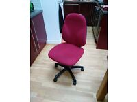 Red swivel office chair * GOOD CONDITION* SOLD