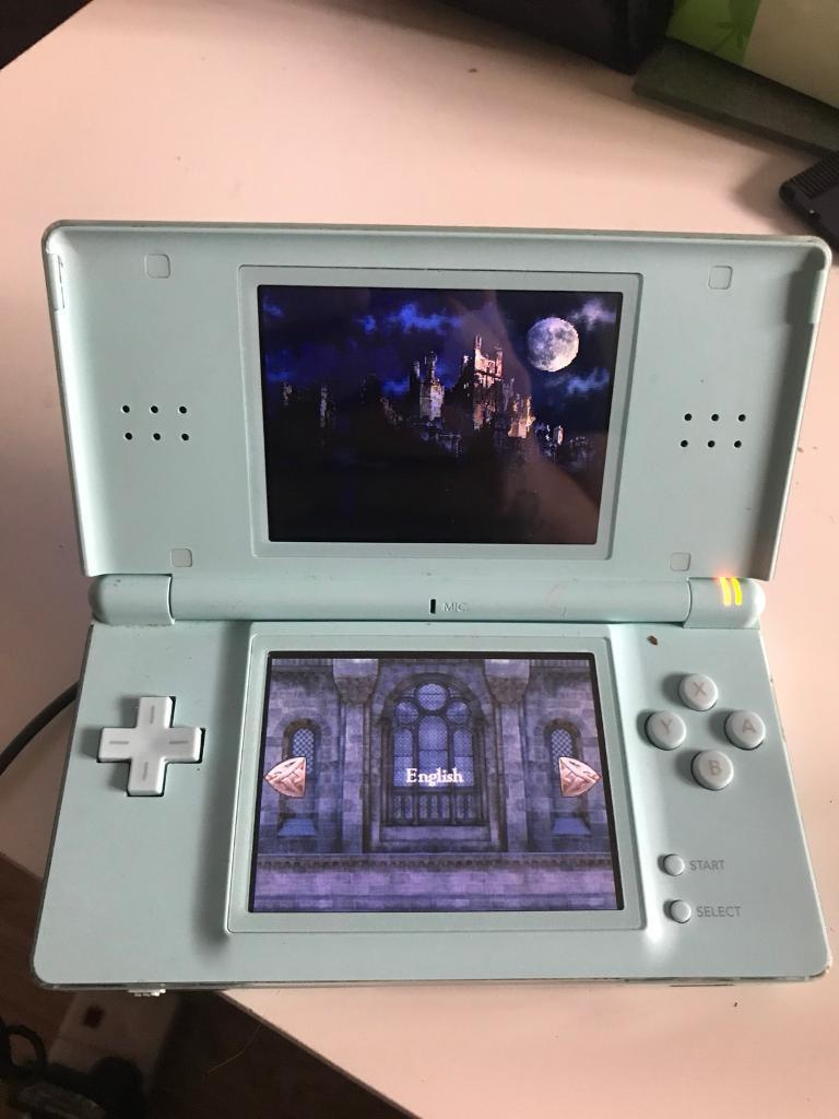 Nintendo ds lite with narnia game and charger