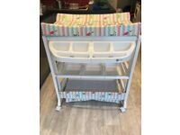 Baby Bath and Changing unit for free