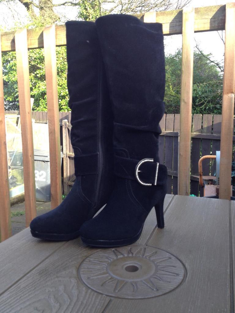 Gorgeous Back Suede Boots Size 3 (Brand New)