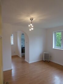 Bright Super Studio to let in North Watford