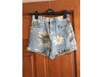 Topshop MOM floral print denim shorts size 6