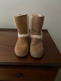 Uggs ( worn once )