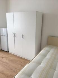 Studio flat in Leytonstone,clean apartment,close to tube/shops,free WiFi,must be seen,available now