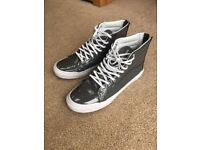 Vans size 7 unisex high top trainers, worn once, grey