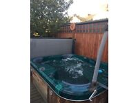 Hot tub - 3 person. Two seat, one recliner. With lid