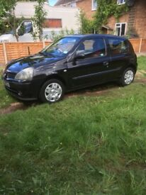 Black Renault Clio 1.2 £695 Ono