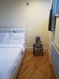Spacious Double Bed Room Located in The Heart ofCatford.