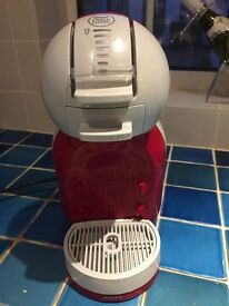 Red Dolce Gusto coffee machine £20
