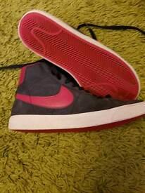 Ladies/girls. Size 5. Nike mid blazers