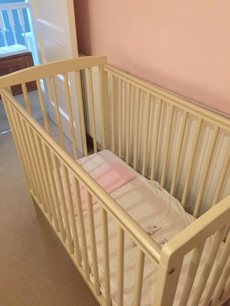 Nearly New space saver cot