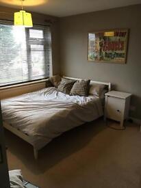 Quiet Double room to rent in Durrington