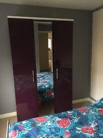 Bedroom Furniture Set - Excellent Condition