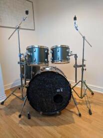 Pearl Forum Series drum kit