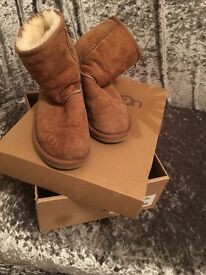 Kids tan ugg boots size 2