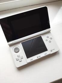 Nintendo 3DS white console + 2 games