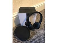 Beats solo wireless 3 headphones, mint condition in special black edition