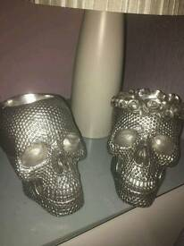 2 skulls 2 Buddha head lamps and picture
