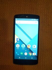 Nexus 5 mobile phone good condition with charger in white