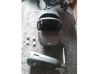 Silver cross car seat in black with isofix base and pram adapters