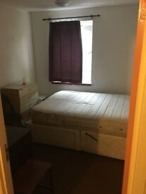 very large double room in poplar – all bills included