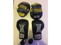 Everlast 14oz Boxing Gloves Focus pads and hand wraps millbrook oos